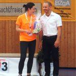 Vorstand Marco Vogel gratuliert Melanie Scharnow zur Kampfrichter B Lizenz